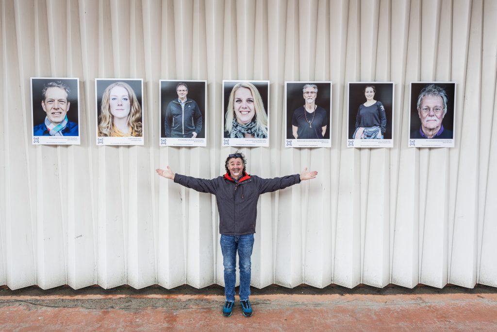 Ruben Timman, de fotograaf van Gelukkig Zaans, die de foto's graag wil toevoegen aan zijn museum Humanity Foto: Marjolein Oostingh en Ruben Timman   Nowords.nl