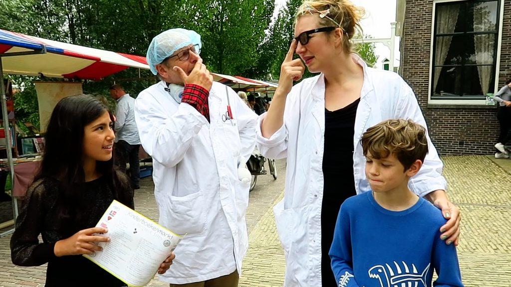Sara, professor, assistent Niche, Oscar op de Zaanse kinderboekenmarkt 2018 foto Sarah Vermoolen