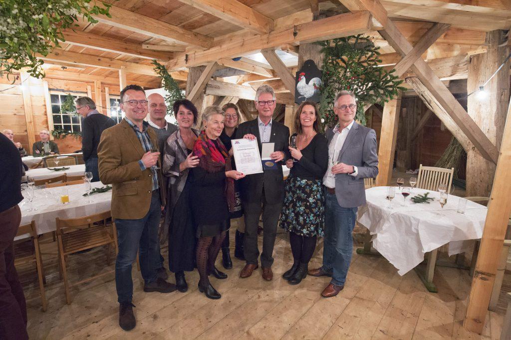 Ron Sman krijgt erepenning Zaanstad  foto Alfons van Schijndel