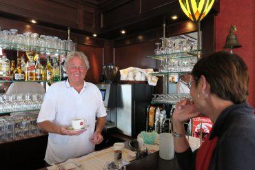 Kastelein Jan van café Evean Guisveld Zaandijk ontvangt de gasten graag