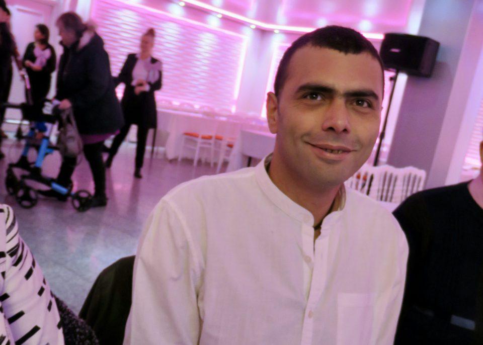 Ashour: 'Ik heb nu betaald werk, maar het vrijwilligerswerk wil ik niet missen.'