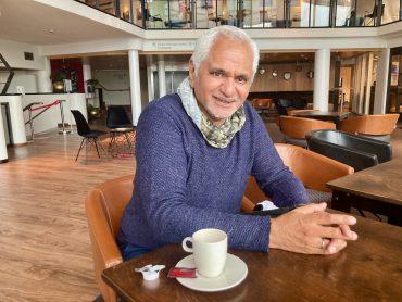 Het Moluks-Zaanse verhaal van theatermaker Anis de Jong
